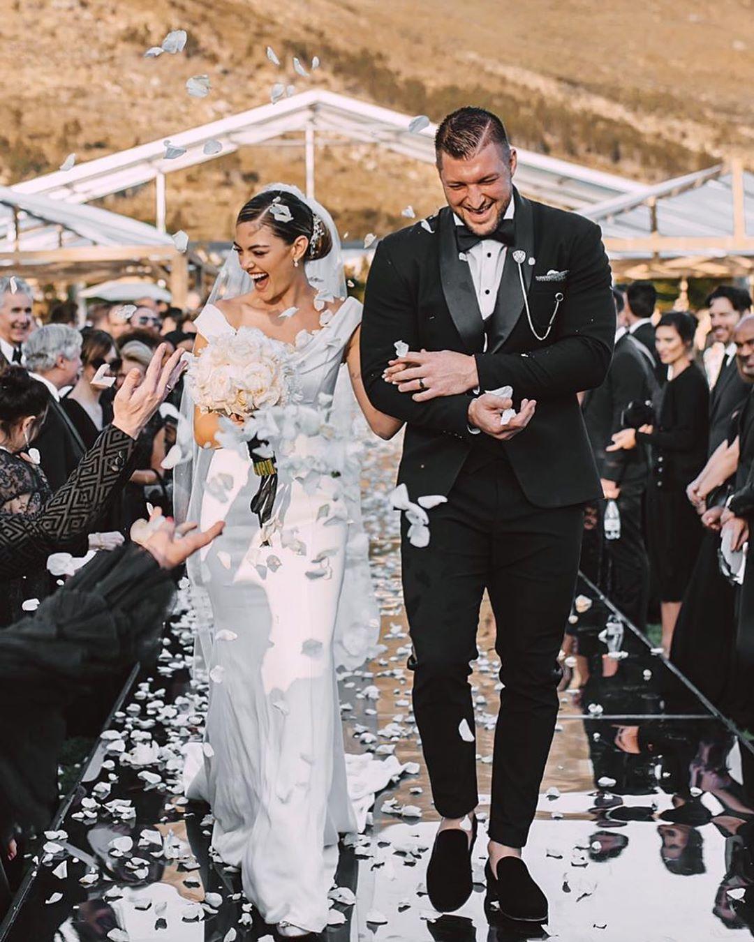 حفل زفاف لاعب بيسبول أمريكى وملكة جمال الكون 2017