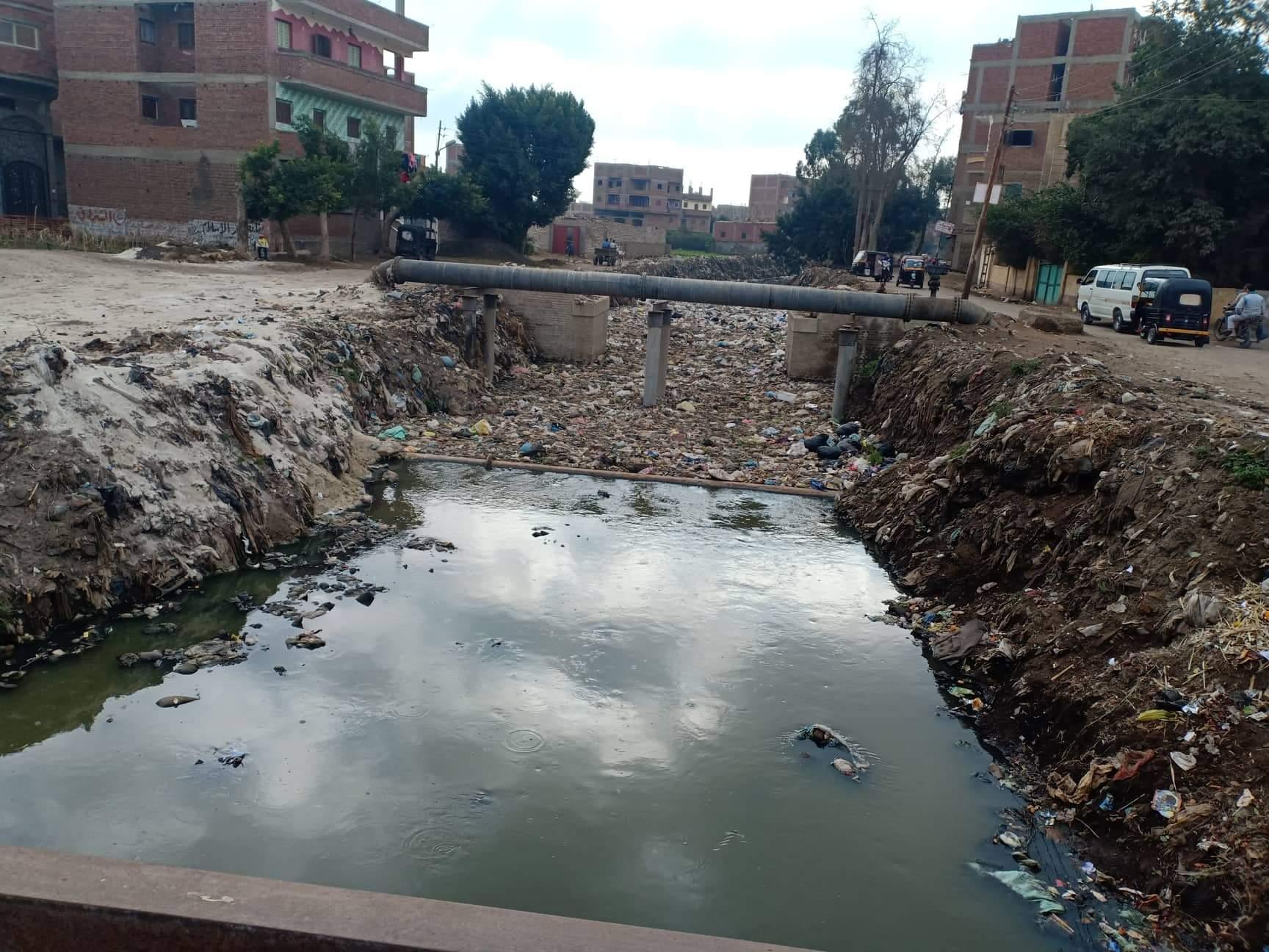 أهالى قرى ملامس بالشرقية يطالبون بتطهير الترعة من القاذورات (7)