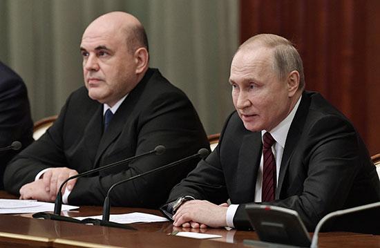 يتحدث الرئيس بوتين خلال لقائه الحكومة الجديدة