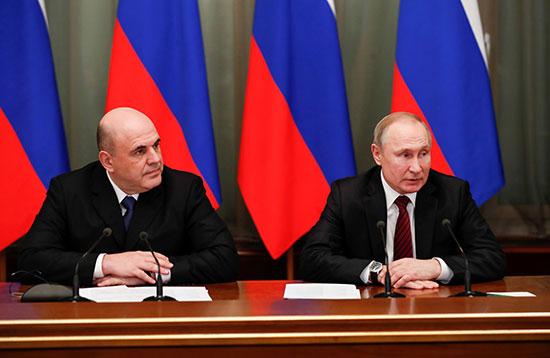 الرئيس الروسي فلاديمير بوتين ورئيس الوزراء ميخائيل ميشوستن