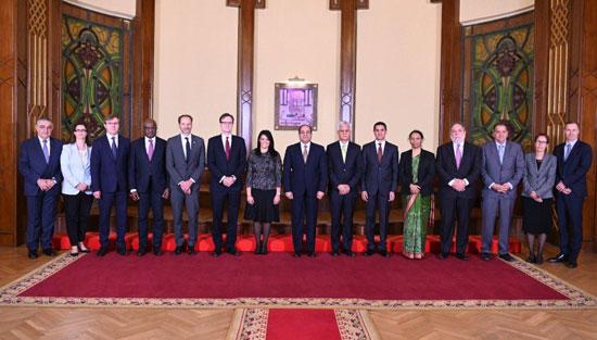 وزيرة التعاون الدولى تنشر صورا للقاء السيسى بوفد المديرين التنفيذيين للبنك الدولى  (5)