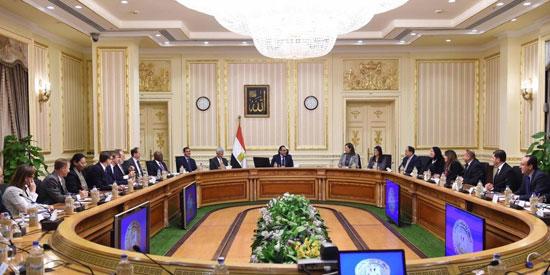 وزيرة التعاون الدولى تنشر صورا للقاء السيسى بوفد المديرين التنفيذيين للبنك الدولى  (2)