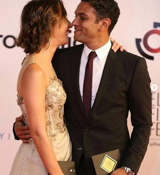 آسر ياسين و زوجته
