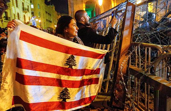 2020-01-19T194312Z_694090927_RC27JE9GBFRW_RTRMADP_3_LEBANON-CRISIS-PROTESTS