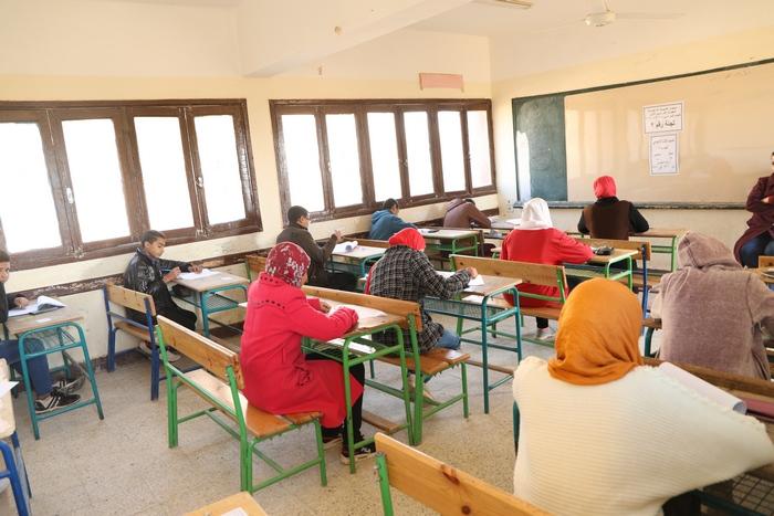 جولة محافظ الوادى الجديد على لجان الامتحانات (7)