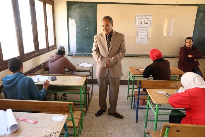 جولة محافظ الوادى الجديد على لجان الامتحانات (8)