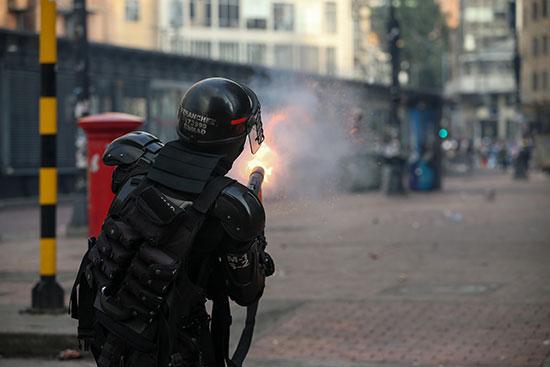 محاولات الشرطة للتصدى للمحتجين