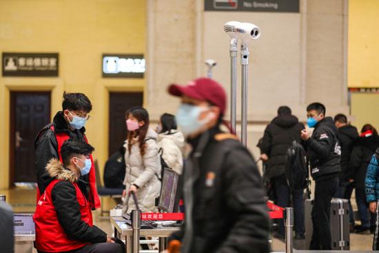 مواطنو-الصين-يرتدون-الكمامات-حتى-داخل-أعمالهم