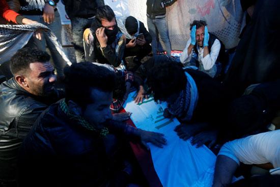 نعش أحد المتظاهرين