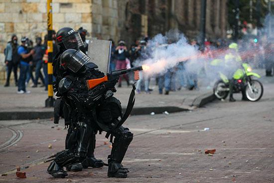 الشرطة تواجه المحتجين فى بوغوتا