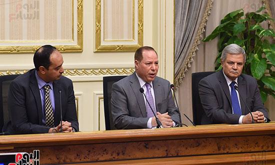 رئيس الوزراء يشهد توقيع الاتفاقية (7)