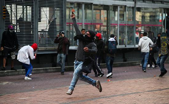إشتباكات بين المحتجين والشرطة