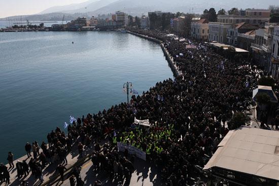حشد كبير من المتظاهرين