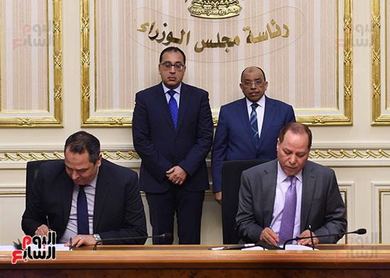 رئيس الوزراء يشهد توقيع الاتفاقية (4)