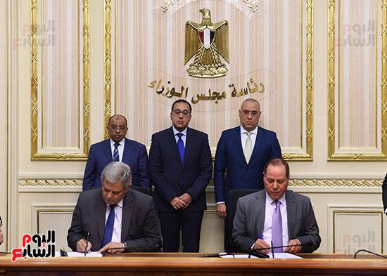 رئيس الوزراء يشهد توقيع الاتفاقية (6)
