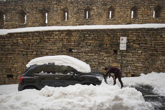 لثلوج تغطى السيارات