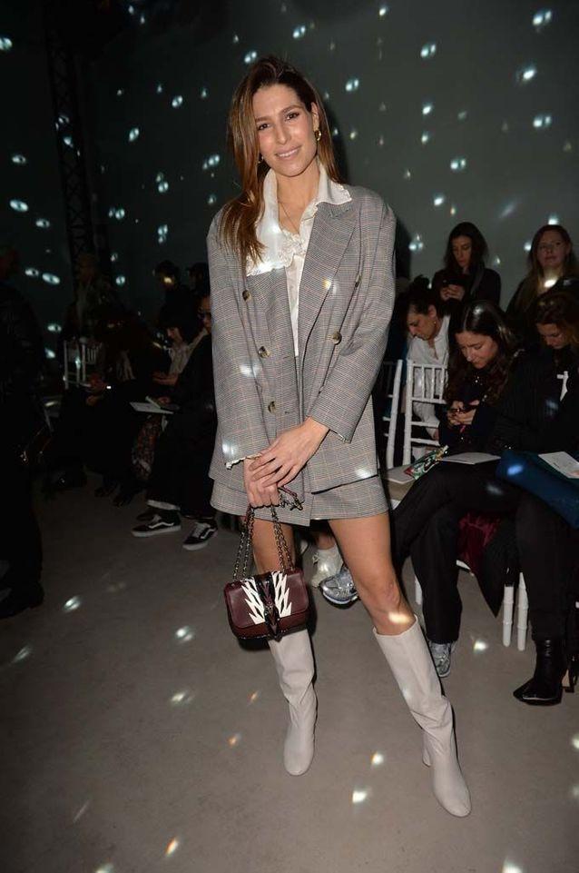 ملكة جمال فرنسا السابقة لوري ثيلمان في عرض أزياء ألكسيس مابيل