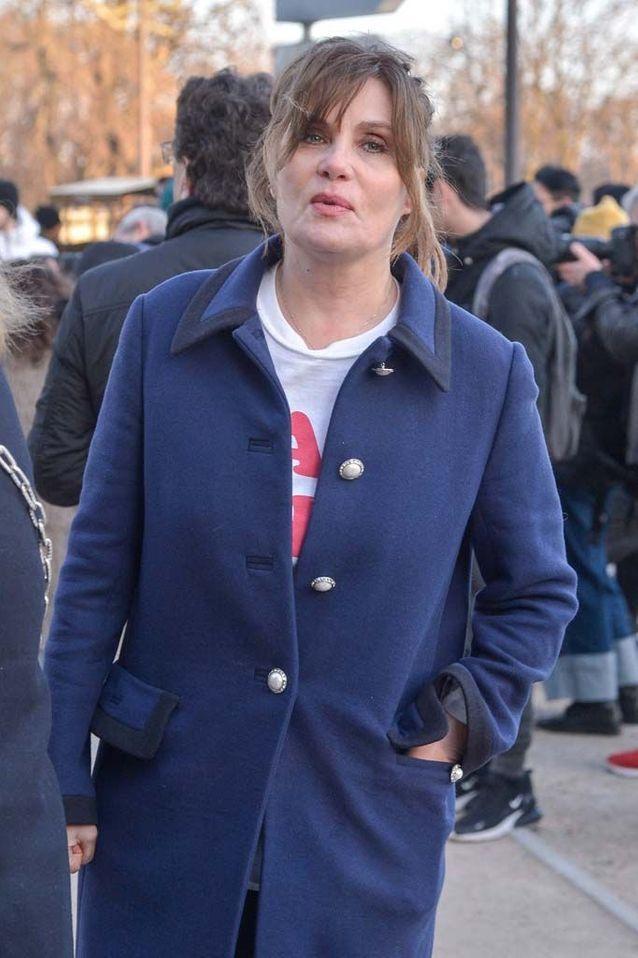 الممثلة إيمانويل سينر في عرض الأزياء ألكسندر فوتييه