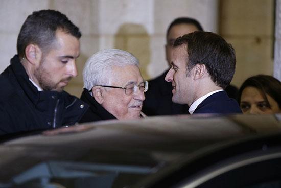 الرئيس الفرنسي ماكرون يلتقي نظيره الفلسطيني عباس في رام الله