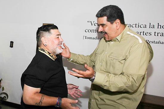 الرئيس الفنزويلى يستقبل مارادونا فى كراكاس