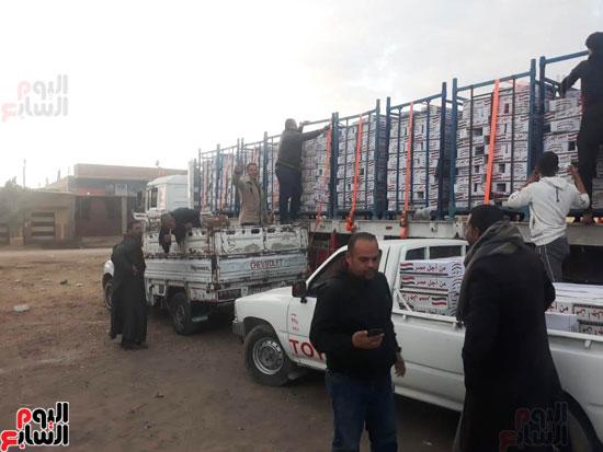 مستقبل وطن يدفع بكراتين غذائية في محافظة الفيوم (6)