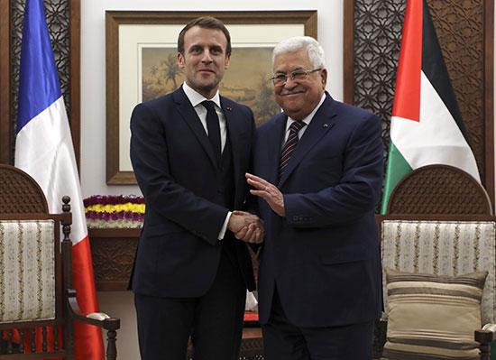 الرئيس عباس يرحب بنظيره الفرنسى ماكرون فى الضفة الغربية