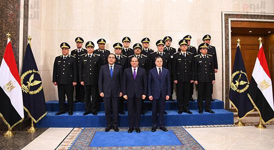 صورة تذكارية للرئيس مع المجلس الاعلي للشرطة