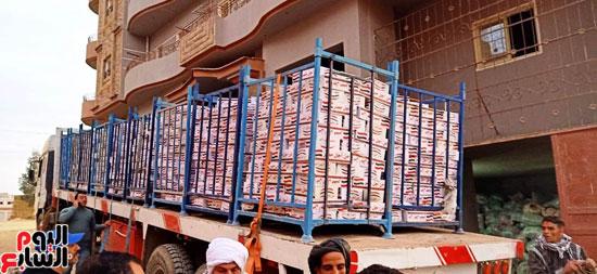 مستقبل وطن يدفع بكراتين غذائية في محافظة الفيوم (2)