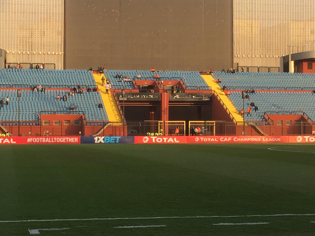 جماهير الزمالك تبدأ فى التوافد على ملعب مواجهة مازيمبى