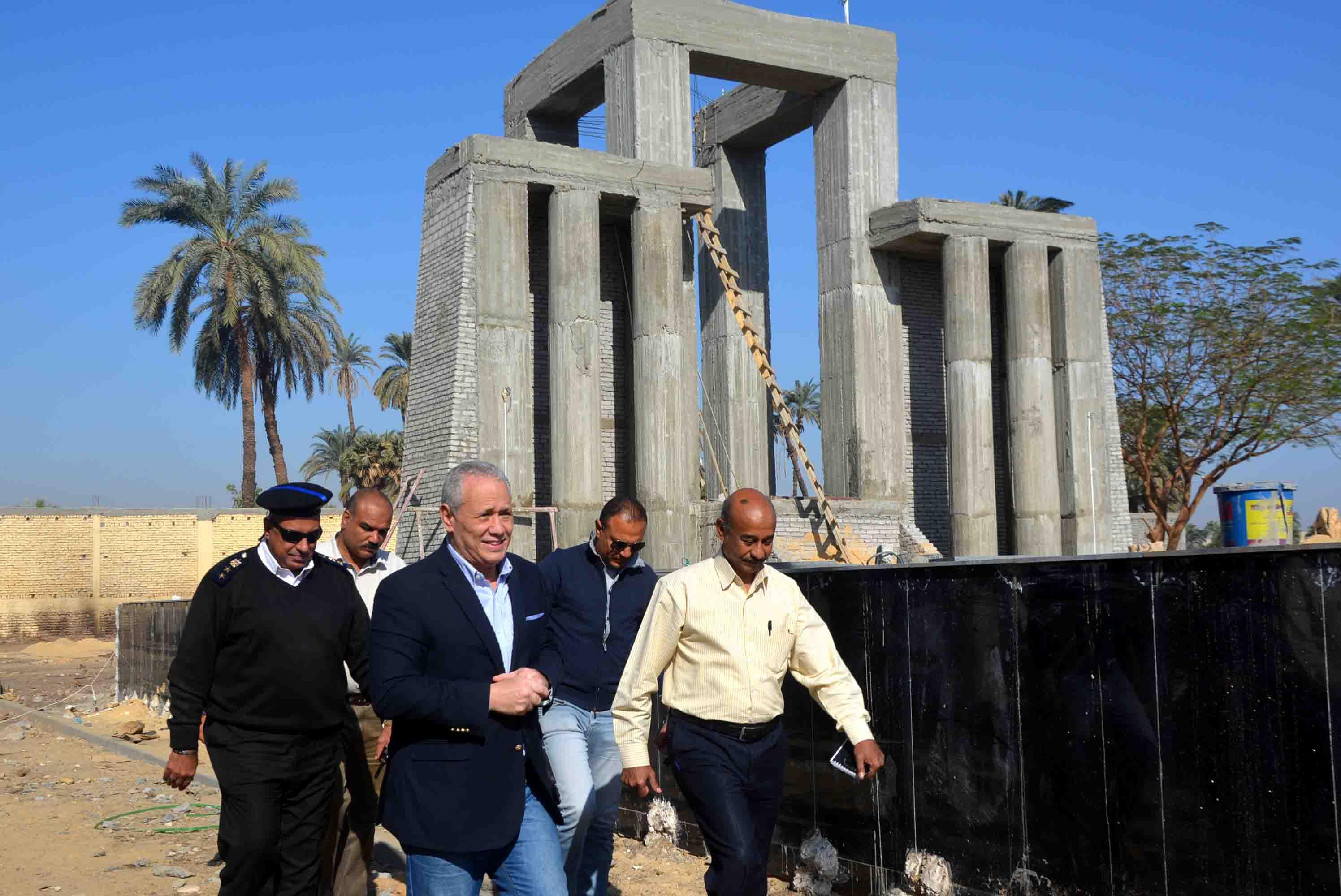 اللمسات النهائية لأول نصب تذكارى لشهداء المحافظة (1)