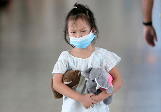 طفلة بمطار سريلانكا