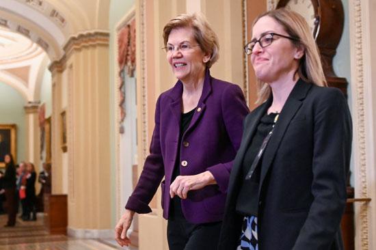 مرشحة الرئاسة الأمريكية إليزابيث وارن