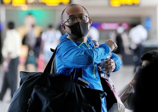 أحد المسافرين بمطار سريلانكا