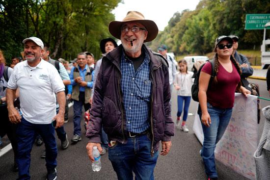 نشطاء مشاركين فى المسيرة المناهضة للعنف بالمكسيك