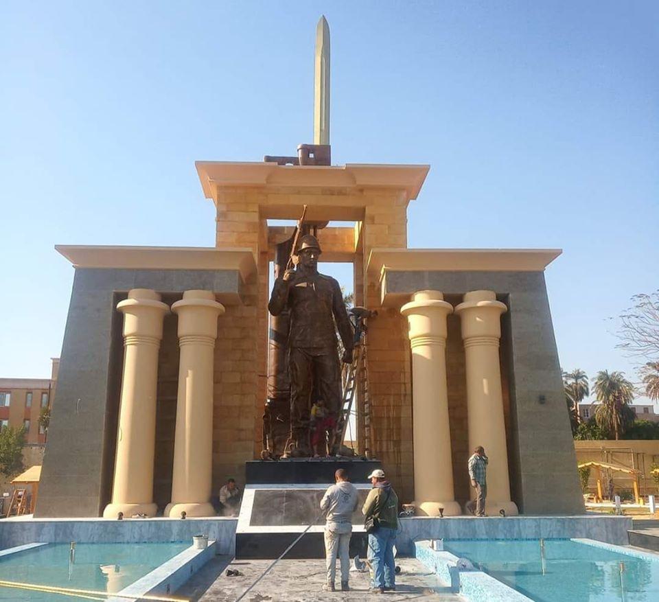 اللمسات النهائية لأول نصب تذكارى لشهداء المحافظة (3)