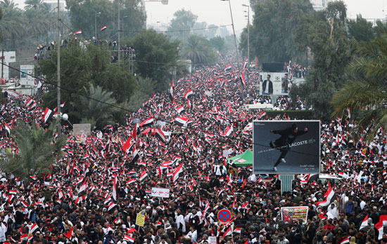 آلاف العراقيين يتظاهرون