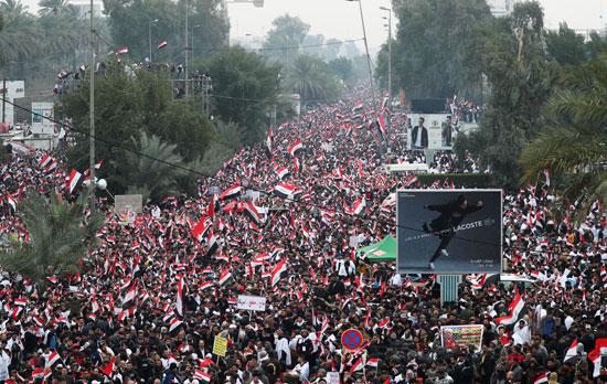 آلاف المحتجين فى شوارع بغداد