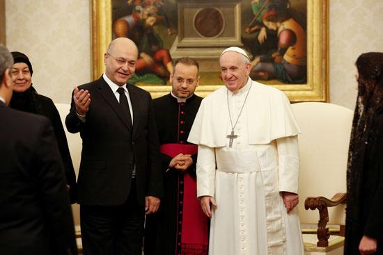 الرئيس العراقى يعرف بابا الفاتيكان بالوفد المرافق له