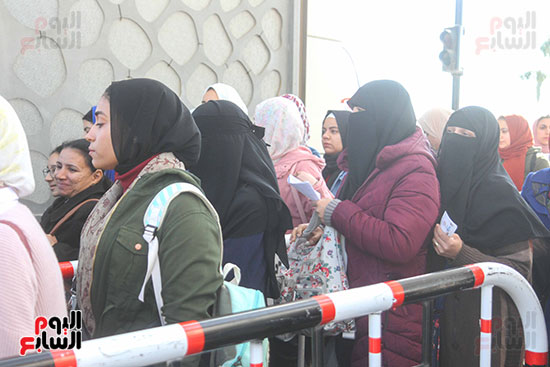 السيدات حرصن على زيارة معرض الكتاب