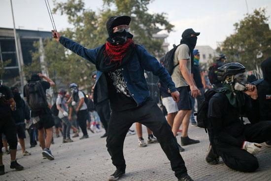 المتظاهرون فى الميادين