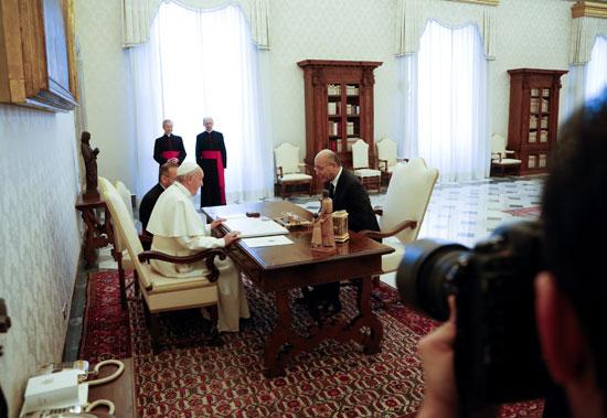 بابا الفاتيكان و الرئيس العراقى
