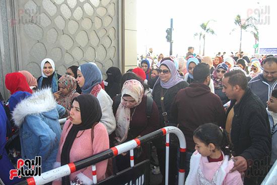 المصريون على أبواب المعرض