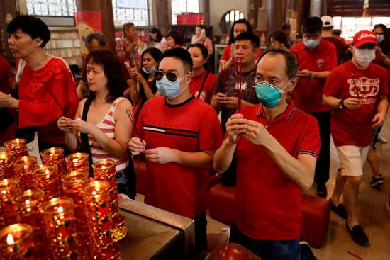 إرتداء الأقنعة خلال احتفالات السنة القمرية الصينية الجديدة