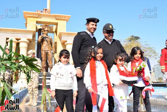 جانب-من-احتفالات-اطفال-مدارس-وحضانات-الأقصر-أمام-النصب-التذكارى