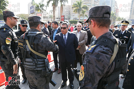 مدير أمن الجيزة يشارك الضباط الاحتفال