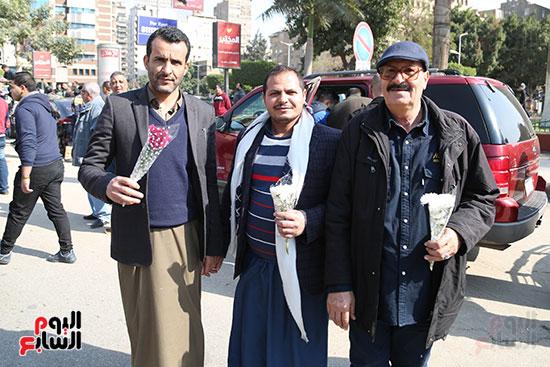 مواطنون يشاركون فى الاحتفال بعيد الشرطة