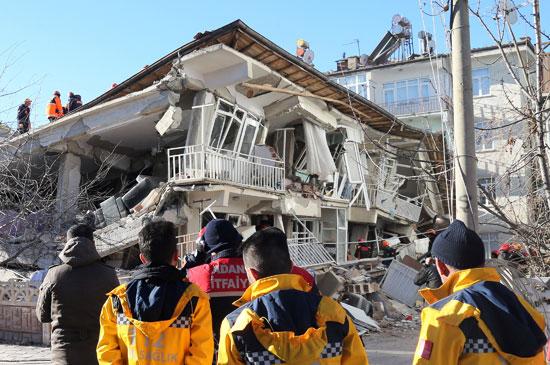 زلزال قوى يهز شرق تركيا (3)
