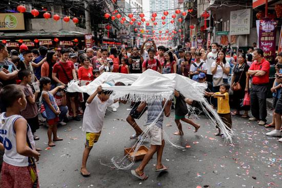 الاطفال يحتفلون بالسنة القمرية الصينية