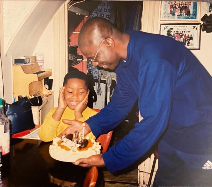 والد ميتي يحتفل بعيد ميلاده