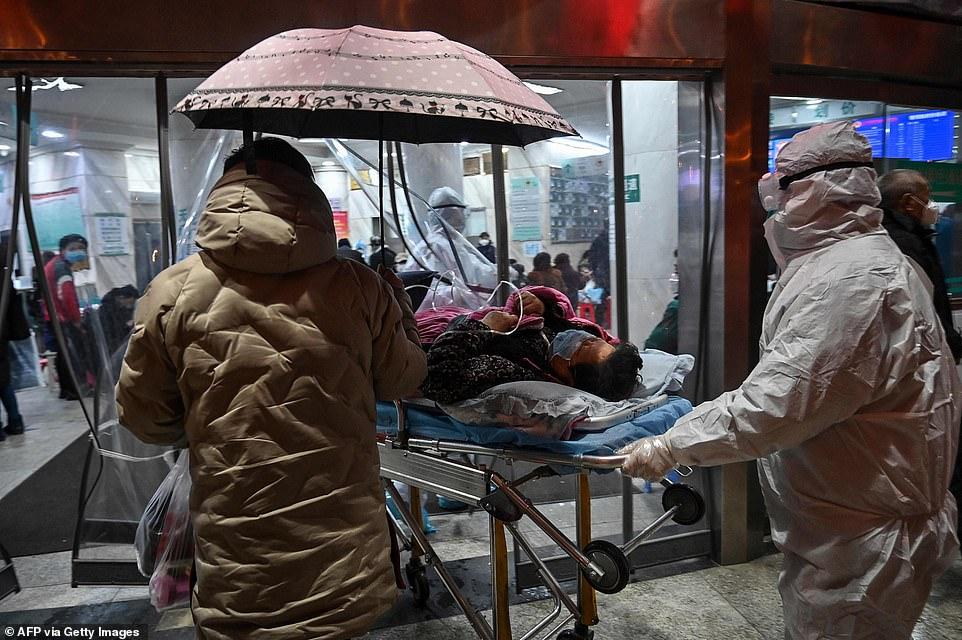 المرضى يحتشدون فى طرقات المستشفى